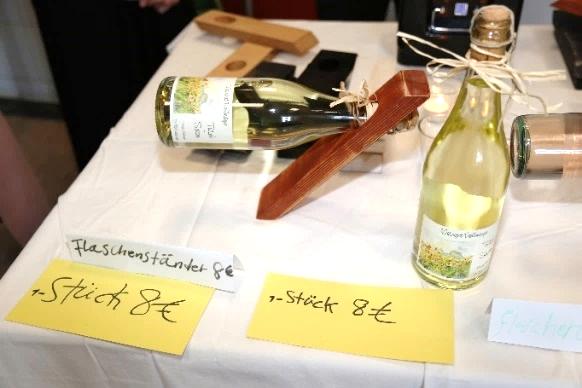 """Die Geschichte des """"Flaschenständers"""" erzählt von zwei Schülerinnen aus der VAB-A2"""